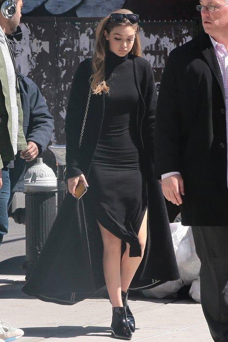 Gigi Hadid'in siyah şıklığı büyüledi