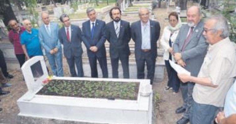 Hürkuş'a mezarı başında anma