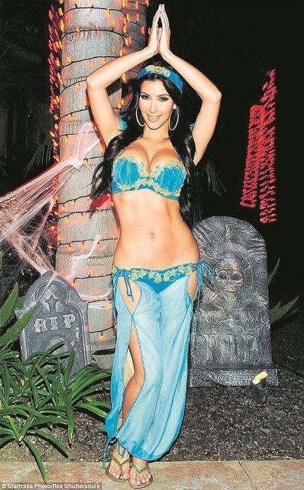 Kim Kardashian'dan tarihi frikik!
