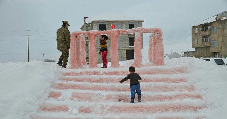 Milli Savunma Bakanı Akar o aileyi Ankara'ya davet etti... Kardan Anıtkabir yapmıştı...