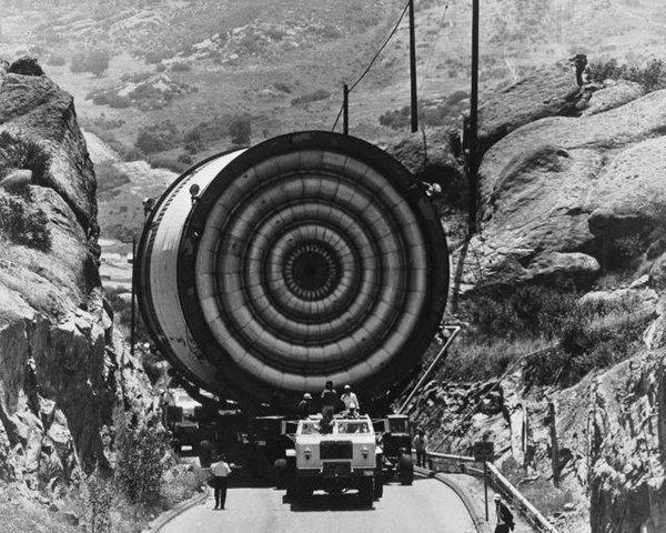 Dünyanın en büyük makineleri böyle taşınıyor