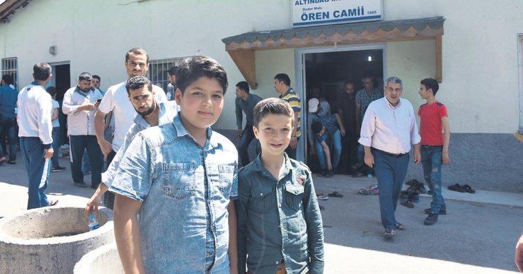 Suriyeli çocuklardan şehitler için hatim