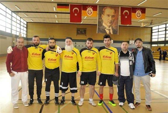 Ömer Şişmanoğlu'nun babasından futbol şov