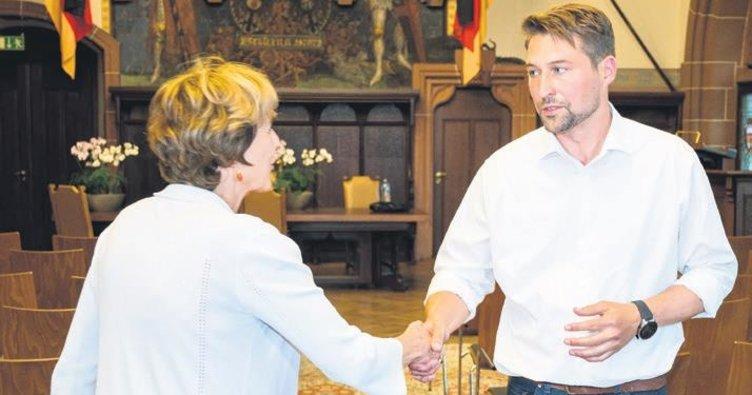 SPD kalesini CDU'ya devretti