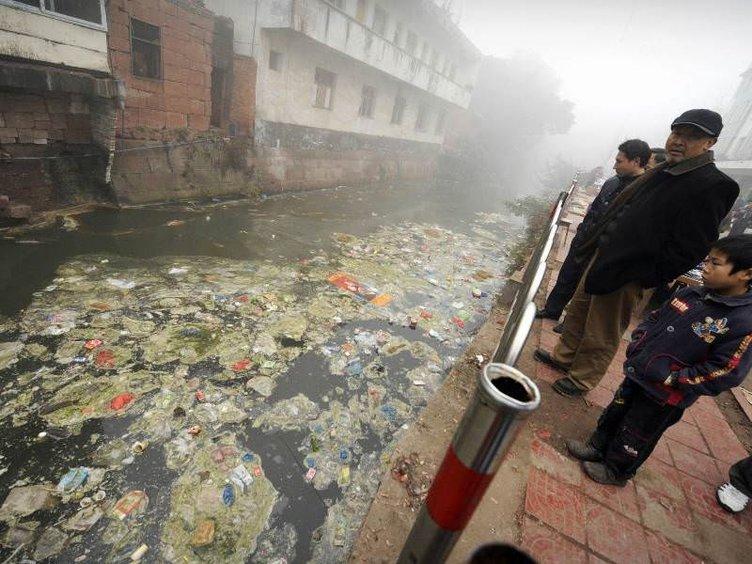 Çevre kirliliğinin ortasında yaşıyorlar