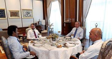 Cumhurbaşkanı Erdoğan Katar Emiri Şeyh Temim ile bir araya geldi