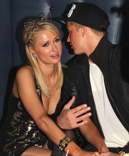 Paris Hilton doğum günü partisinde dağıttı