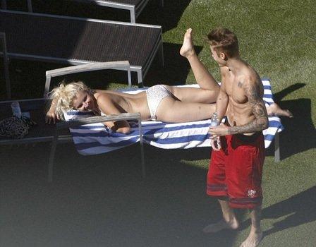 Bieber yine rahat durmadı