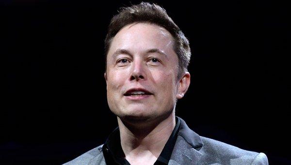 Elon Musk bir rekora daha imza attı