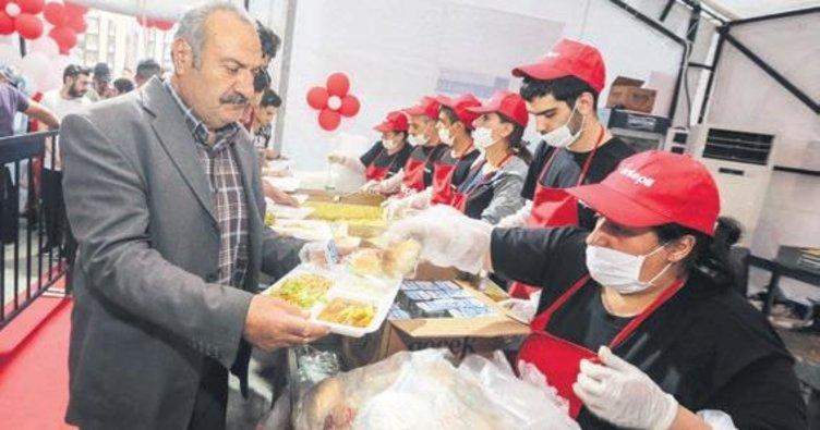 2 bin 700 kişi iftar yaptı