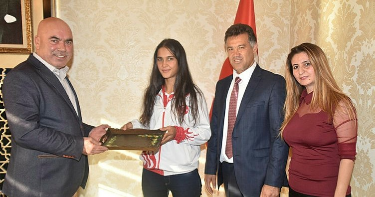 Şampiyon sporculardan Başkan Aslan'a ziyaret