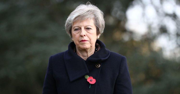 İngiltere Başbakanı Theresa May'in Belçika ziyaretinde konvoyu trafik kazasına karıştı!