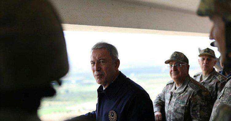 Bakan Akar ve komutanlar sınır hattında