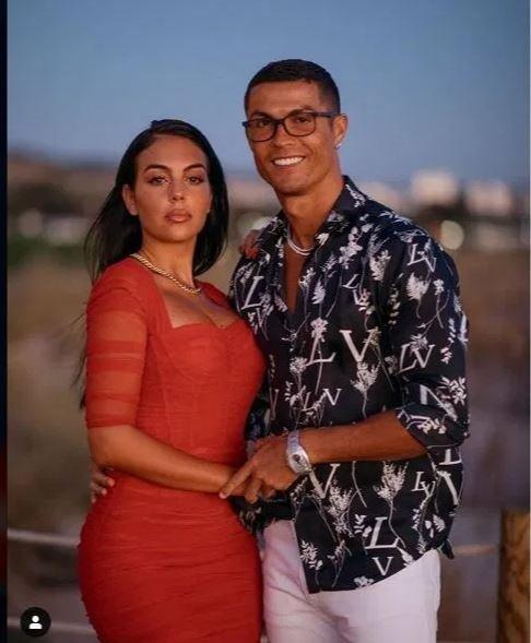 Cristiano Ronaldo ve Georgina Rodriguez yine dikkat çekti! Pırlanta kaplı mücevher takılar dudak uçuklattı!