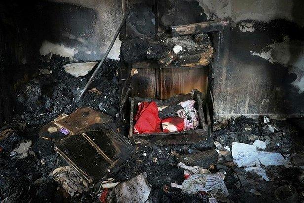 Tüm ev yandı bir tek o zarar görmedi Konduğu çekmece kül olurken zarar görmedi