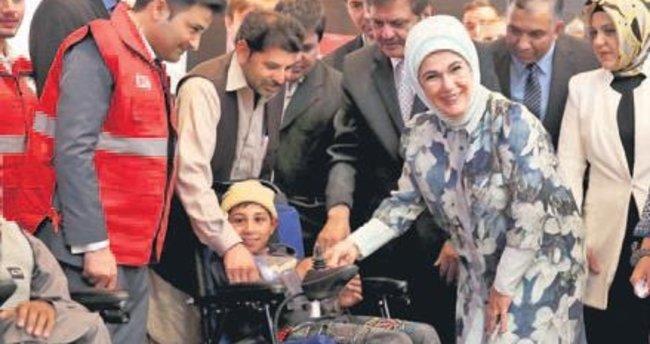 Emine Erdoğan hibe törenine katıldı