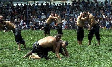 Kendi güreşlerini bırakıp, Ali Gürbüz'ün maçını izlediler