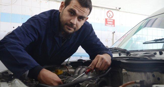 Diplomalı mühendis sanayide motor ustalığı yapıyor