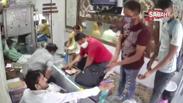 Hindistan'da Covid-19 tedbirlerine uygun kuyumcu soygunu | Video