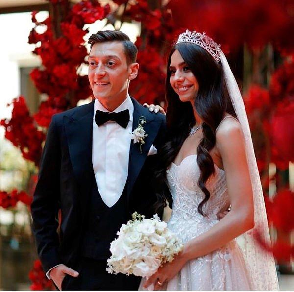 Mesut Özil yine yaptı yapacağını!