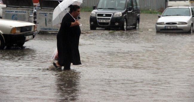 Sağanak yağış tüm yurtta etkili oldu