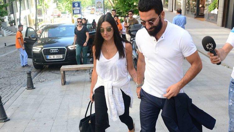 Arda Turan ile Aslıhan Doğan ilk kez el ele