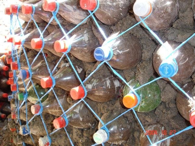 Plastik şişelerden bunu yaptı