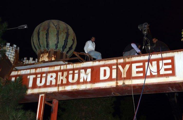 'Ne Mutlu Türküm Diyene' tabelası kaldırıldı