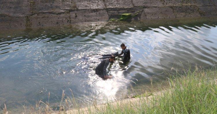 Osmaniye'de sulama kanalına araç düştü