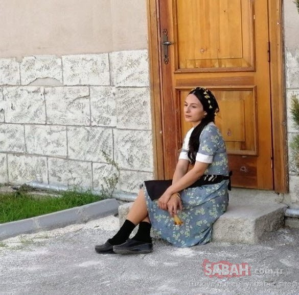 Bir Zamanlar Çukurova'nın Saniye'si Selin Yeninci havuz başından paylaştı... Selin Yeninci güzelliğini konuşturdu!