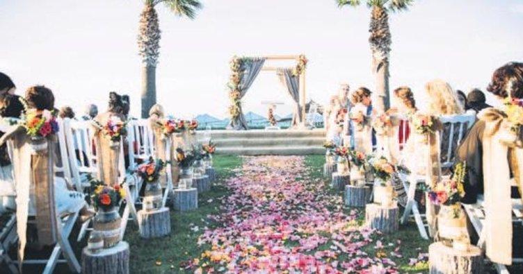 Hayallerdeki düğünü gerçeğe dönüştürüyorlar