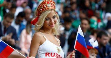 Dünya Kupası'nda tribünler de renkli!