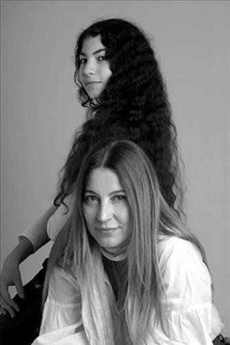 Hercai'nin Azize Aslanbey'i Ayda Aksel'in kızı güzelliğiyle hayran bıraktı! Hercai oyuncusu Ayda Aksel'in göz bebeği kızı Leyla Yüngül...