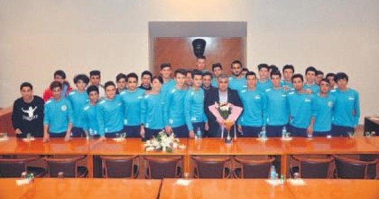 Şampiyonluğu Başkan Özgüven'le kutladılar