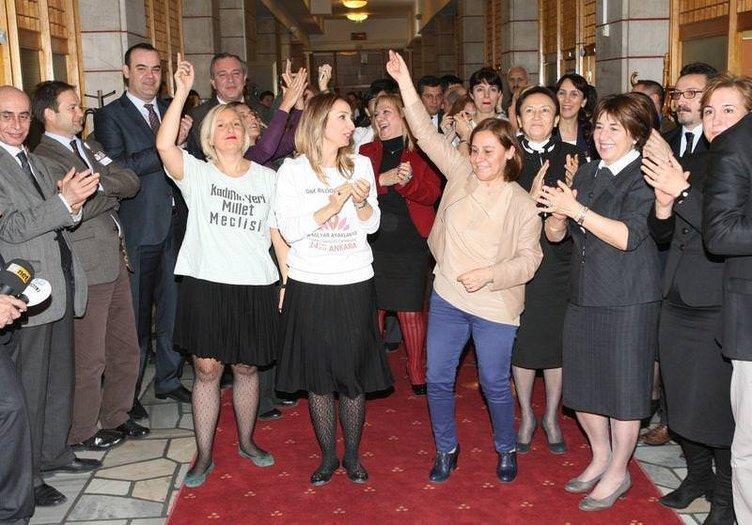 Kadın vekillerden halaylı protesto