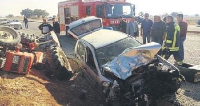 Otomobil traktöre çarptı, 1 kişi öldü