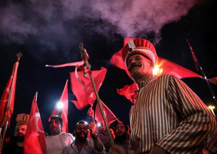 Demokrasi Nöbetinde Türkiye tek yürek!