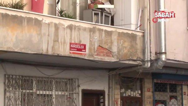Şişli'de çökme riskine karşı boşaltılan binanın ön kısmı demirler ile desteklendi   Video