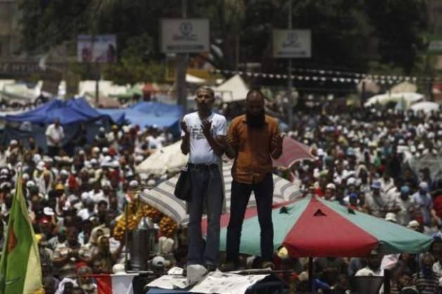 Mısır'da yüzbinler Mursi için ayakta