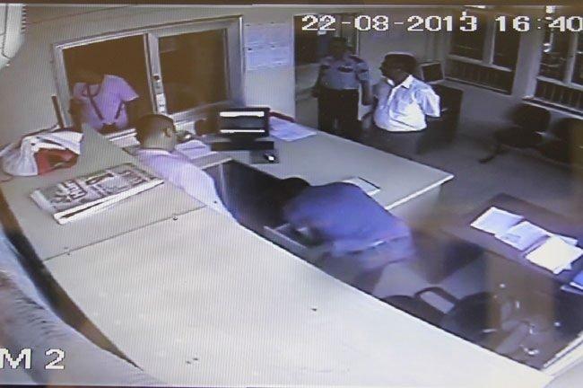 Polis karakoluna kumar baskını