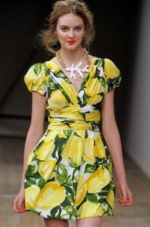 Bu yaz moda tropikal desen