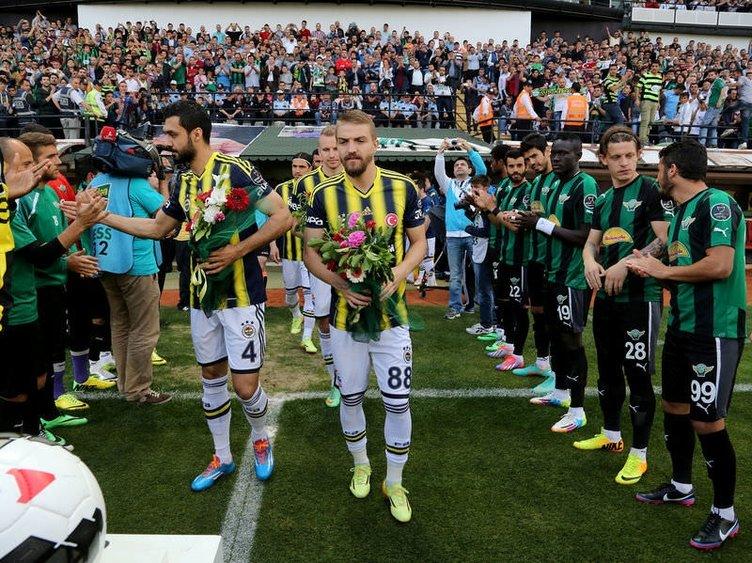 Akhisar Belediyesporlu futbolcular Fenerbahçe'yi alkışladı