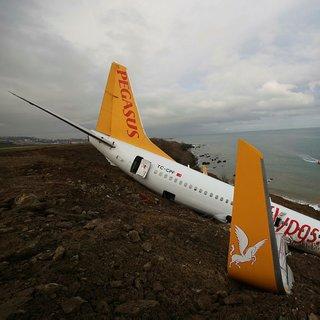 Son Dakika Haberi: Trabzon'da pistten çıkan uçak denize kayıyor