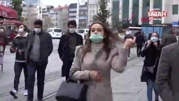 İstiklal Caddesi'nde kamerayı görünce maskeyi indirip poz verdi | Video