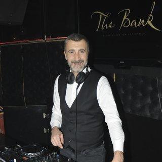 Afrikalı Ali ilk kez DJ kabininde