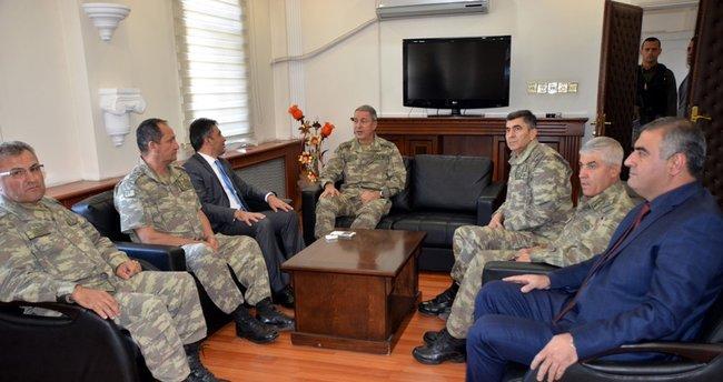 Genelkurmay Başkanı Akar'dan Şırnak, Yüksekova ve Başkale'ya ziyaret