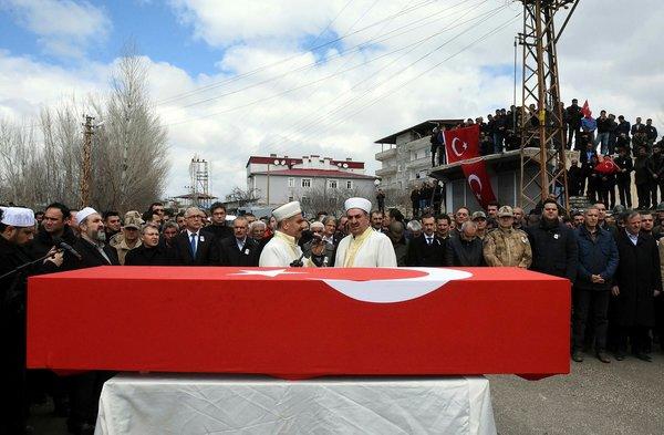 Şehit edilen güvenlik korucusu Fuat Kılağus Edremit'te son yolculuğuna uğurlandı