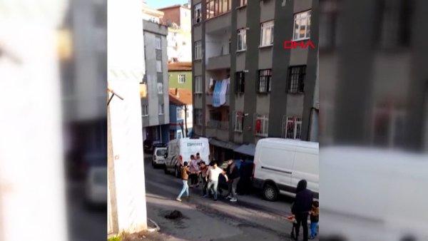 İstanbul Beyoğlu'nda para alamayınca dayısının otomobilini böyle parçaladı | Video