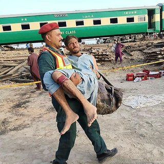 İki tren çarpıştı: 18 ölü