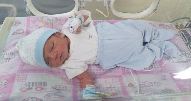 Vicdansız anne yeni doğan bebeğini çöpe attı